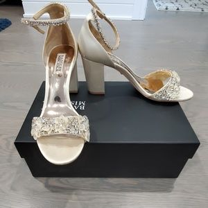 Badgley mischka heela